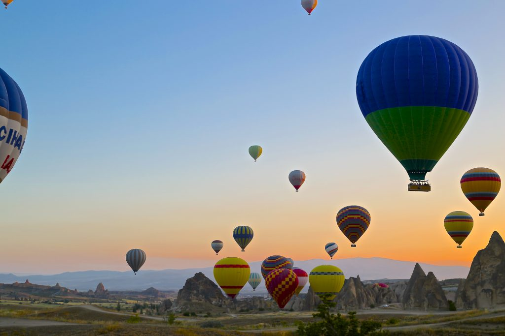 daniela-cuevas-zdIU7W5G5Ts-unsplash HOT AIR BALLOONS